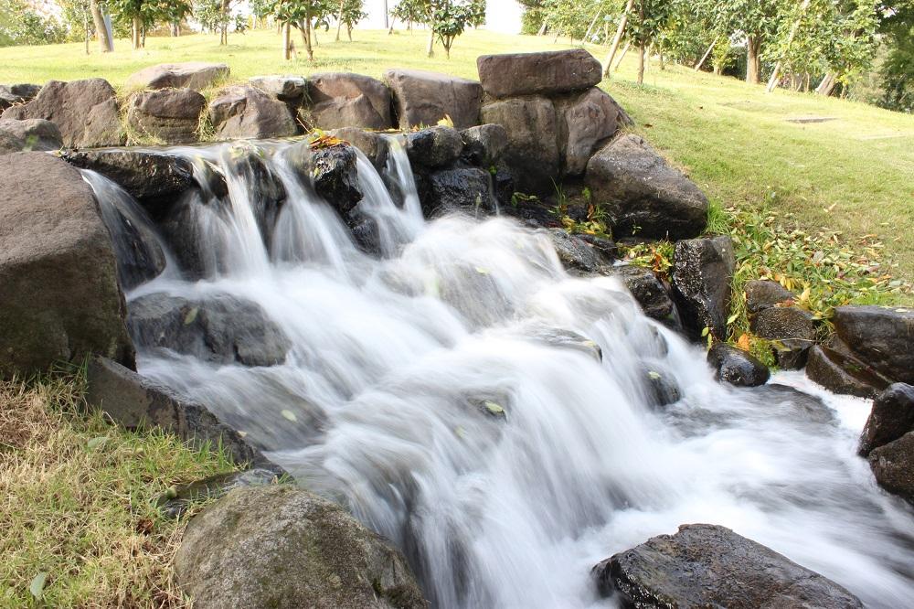 シャッタースピードを1/4秒で撮影した流水。